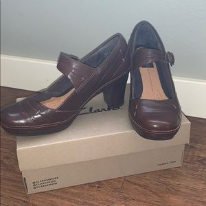 Never worn Clarks Artisan brown leather pumps